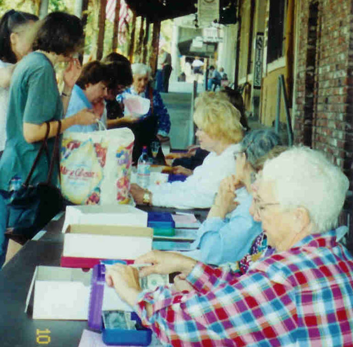 Folsom History Museum Volunteers register collectors